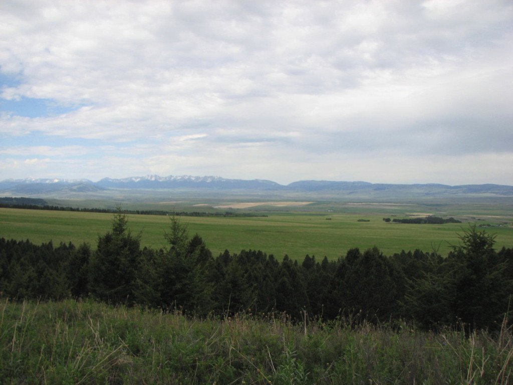 Scenic photo of the Shields River Valley and Bridger Mountains taken from the Porcupine Trail