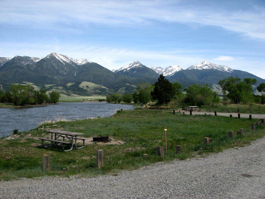 Typical riverside campsite at Mallards Rest